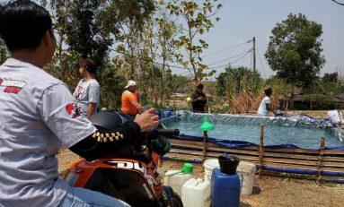 Peduli Bencana Kekeringan, SMI Sragen Bagikan Air Bersih ke Warga