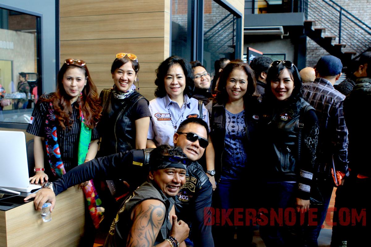 Para biker H.O.G dan Ladies of Harley