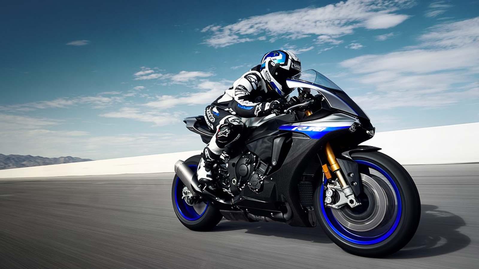 Merasakan Rossi dengan Yamaha YZF-R1M