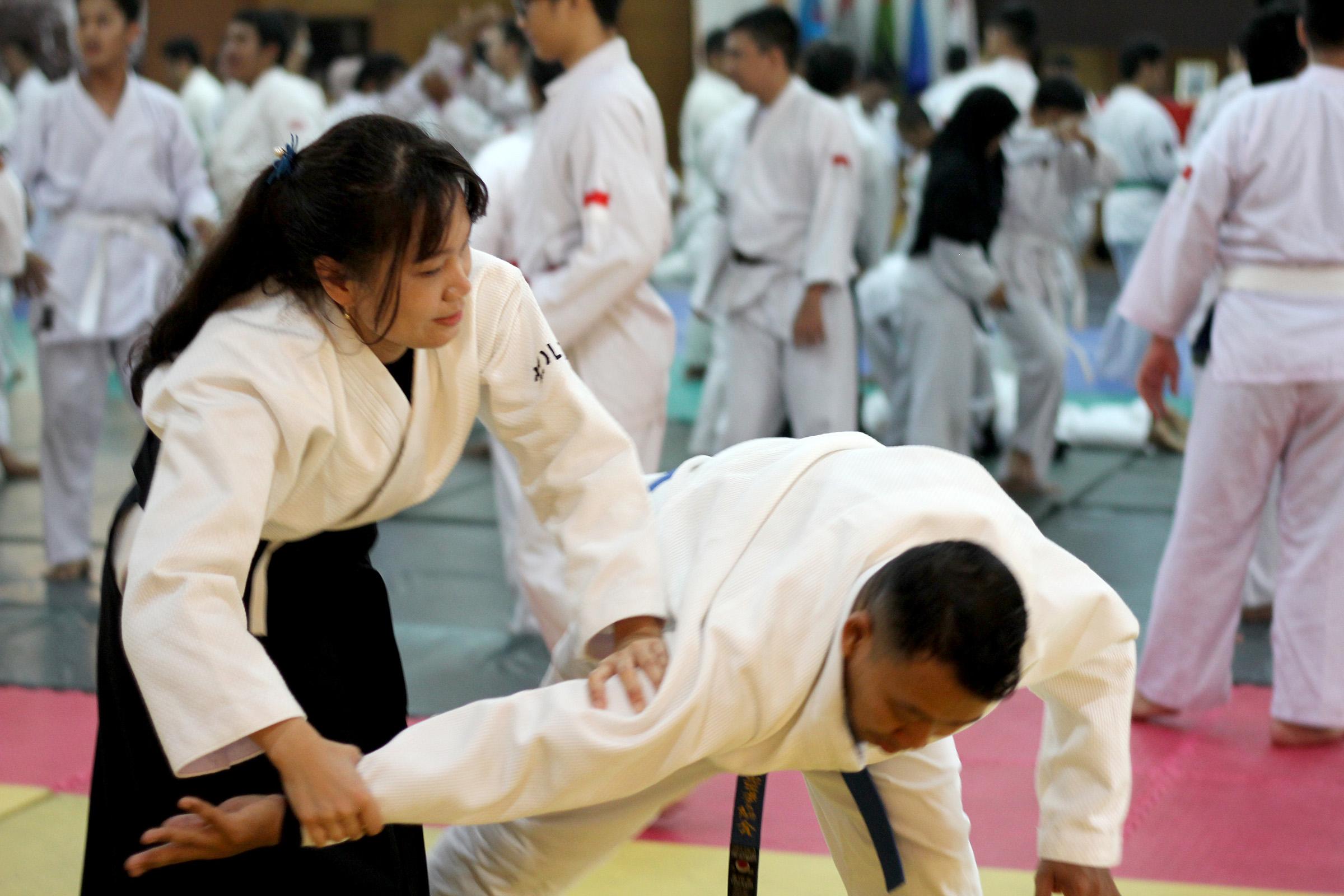 Tujuan Aikido mengalirkan tenaga lawan tanpa menyakiti