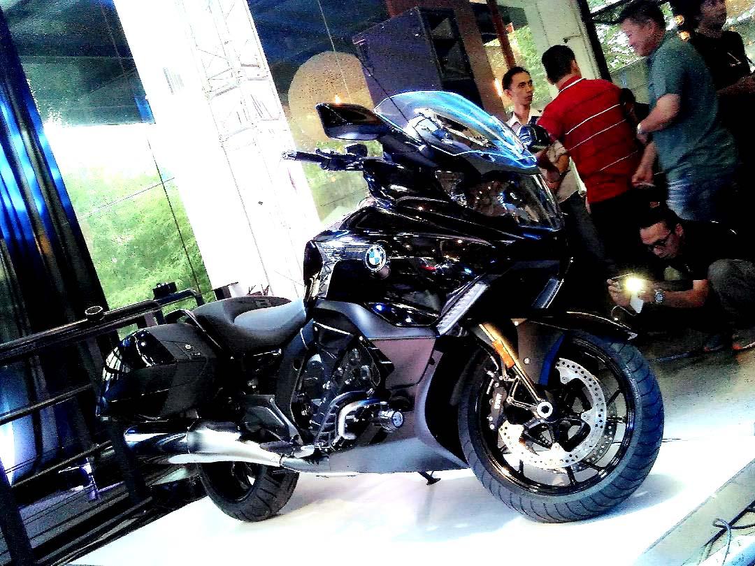 BMW K1600B saat peluncuran di BMW Motorrad Flagship Store Jakarta