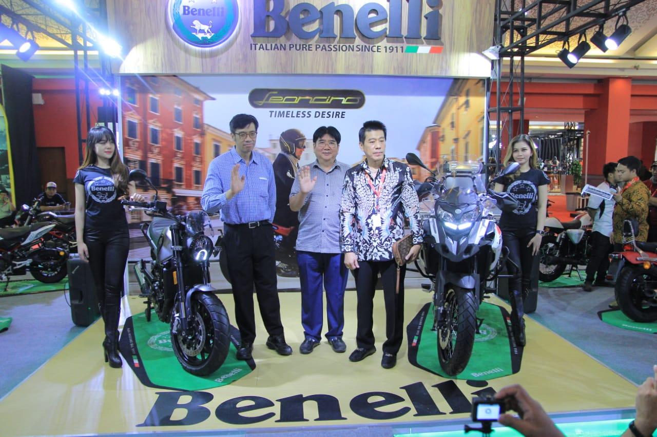 Benelli Leoncino 500 dan TRK 502X Panaskan Panggung IIMS 2019