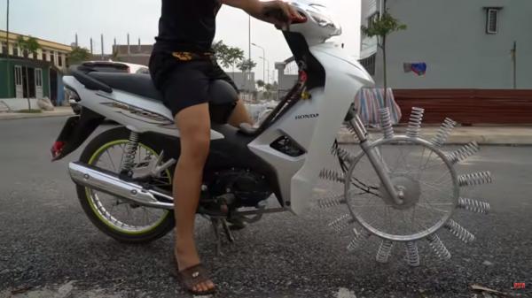 Modifikasi Honda Ini Hasilnya Nyleneh