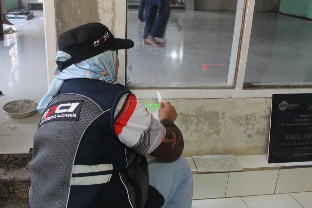 DAM Ajak Komunitas Honda PCX Gelar Baksos dengan Bersih-bersih Masjid