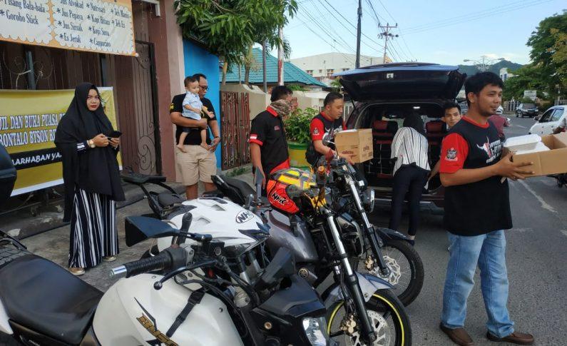 Gorontalo Byson Riders Berbagi Takjil dan Buka Bersama