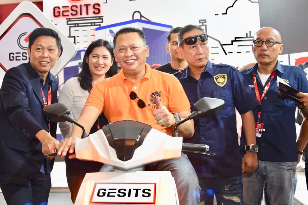 Beli Gesits, Ketua DPR RI Bamsoet Akan Bikin Komunitas Motor Listrik