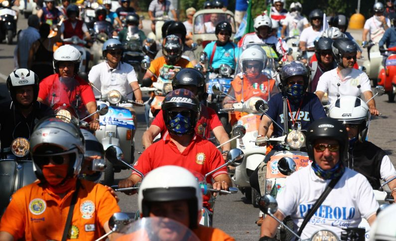 Ribuan Vespisti Hadiri Vespa World Days 2019 di Hungaria