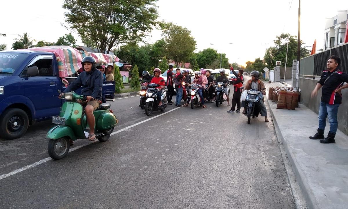 Bikers Tuna Rungu Deaf Riders Club (DRC) Gorontalo Berbagi Takjil Gratis