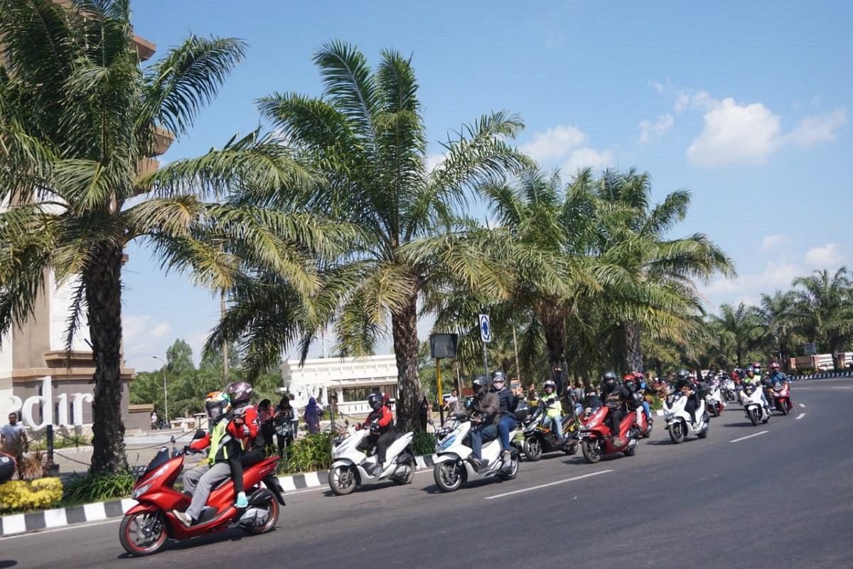 Keliling Kota Kediri Bareng Komunitas Honda PCX