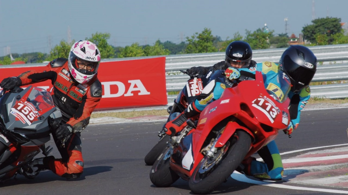 Ratusan Bikers Honda CBR Balapan di Sirkuit Gelora Bung Tomo