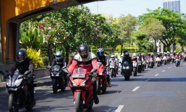 Geber Honda CBR250RR, Darius Sinatria dan Ibnu Jamil Keliling Kota Surabaya