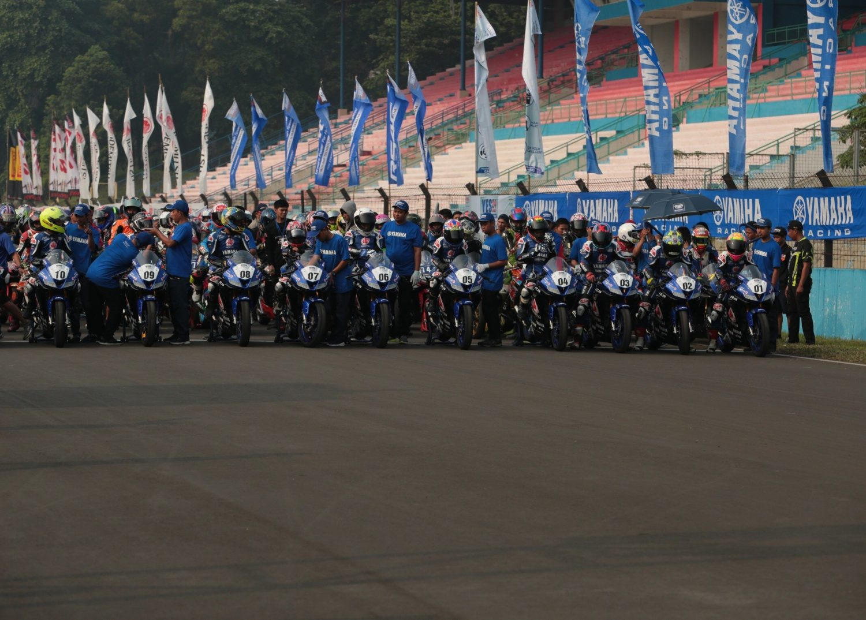 Adu Riset Mekanik Terbaik Garap Yamaha All New R15 di Sirkuit Sentul