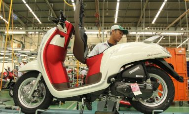 Honda Scoopy Tampil Trendy dengan Warna Merah Putih