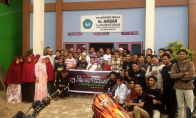 Peringati Ulang Tahun ke-7, Komunitas Supermoto Indonesia (SMI) Ketapang Menyatu dengan Anak-Anak Panti Asuhan