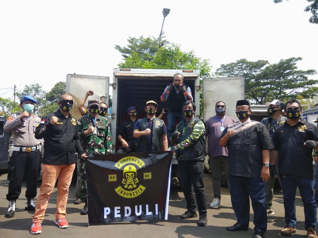 Komunitas B'Brothers Bagikan Ribuan Paket Sembako