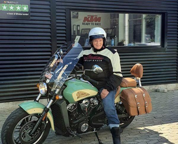 Salut, Lady Biker Ini Arungi Denmark dengan Motor Indian Demi Burkina Faso