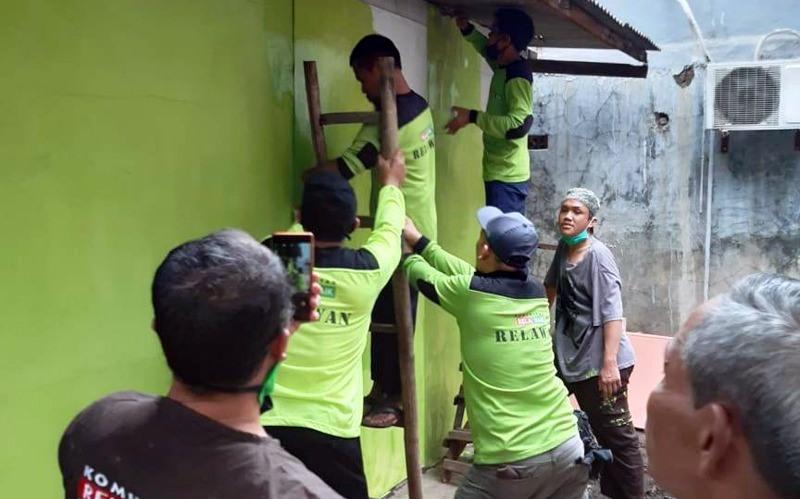 Komunitas Bikers SPMC Bedah Rumah Warga Kurang Mampu