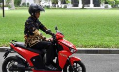 Lelang Motor Gesits Bertanda Tangan Jokowi di Konser MPR RI Peduli untuk Pekerja Seni