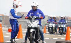 Khusus Lady Bikers, Begini Tips Aman Berkendara Menggunakan Sepeda Motor