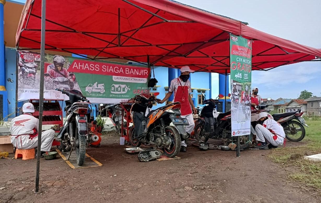 Honda Layani Servis dan Ganti Oli Gratis untuk Bikers Terdampak Banjir