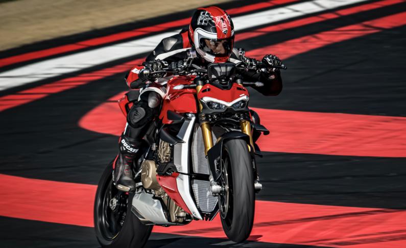 Ducati Resmi Perkenalkan Motor Naked Super, Streetfighter V4 dan V4 S