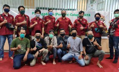 HAI Makassar dan Pegadaian Berbagi Takjil dan Masker