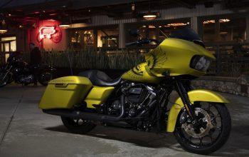 Harley-Davidson Road Glide Eagle Eye dengan Warna Khusus