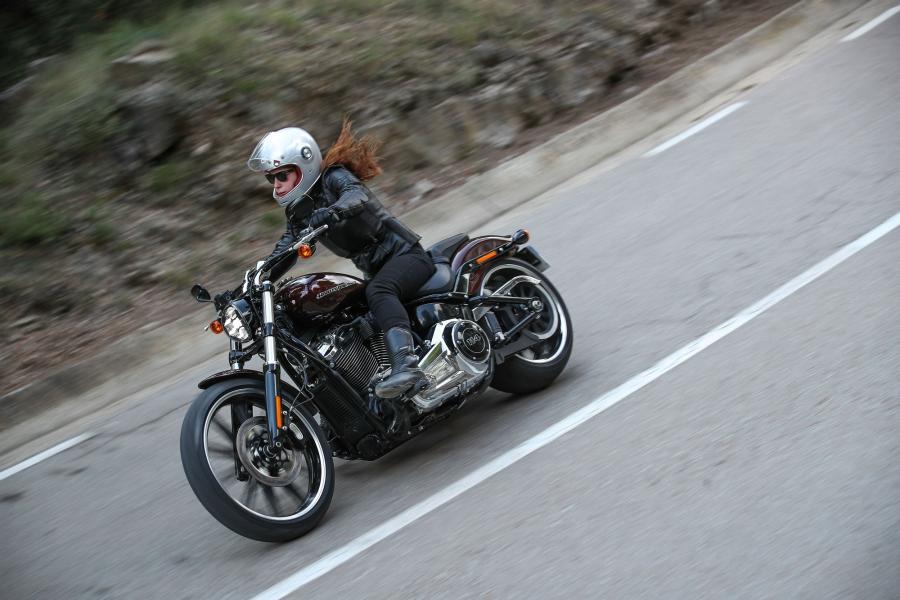 Panasonic Luncurkan Aplikasi Canggih H-D Connect untuk Pengguna Harley-Davidson