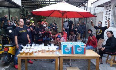 Komunitas Honda ADV Indonesia (HAI) Jakarta Timur Bagikan Masker dan Takjil Buka Puasa