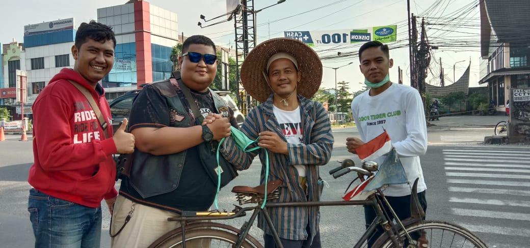 TREV-C Berbagi Masker dan Hand Sanitizer di HUT Ke-13