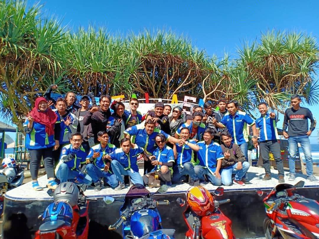 Touring Gabungan Suzuki GSX Owner Indonesia (SUGOI) Jawa Timur Jelajahi Pantai Asmara