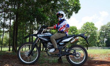 Cerita Ibu Muda Jatuh Hati Pada Motor Trail