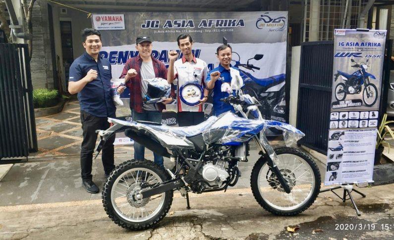 Akhirnya, Yamaha Serahkan WR155 Kepada Konsumen Pertama di Jawa Barat