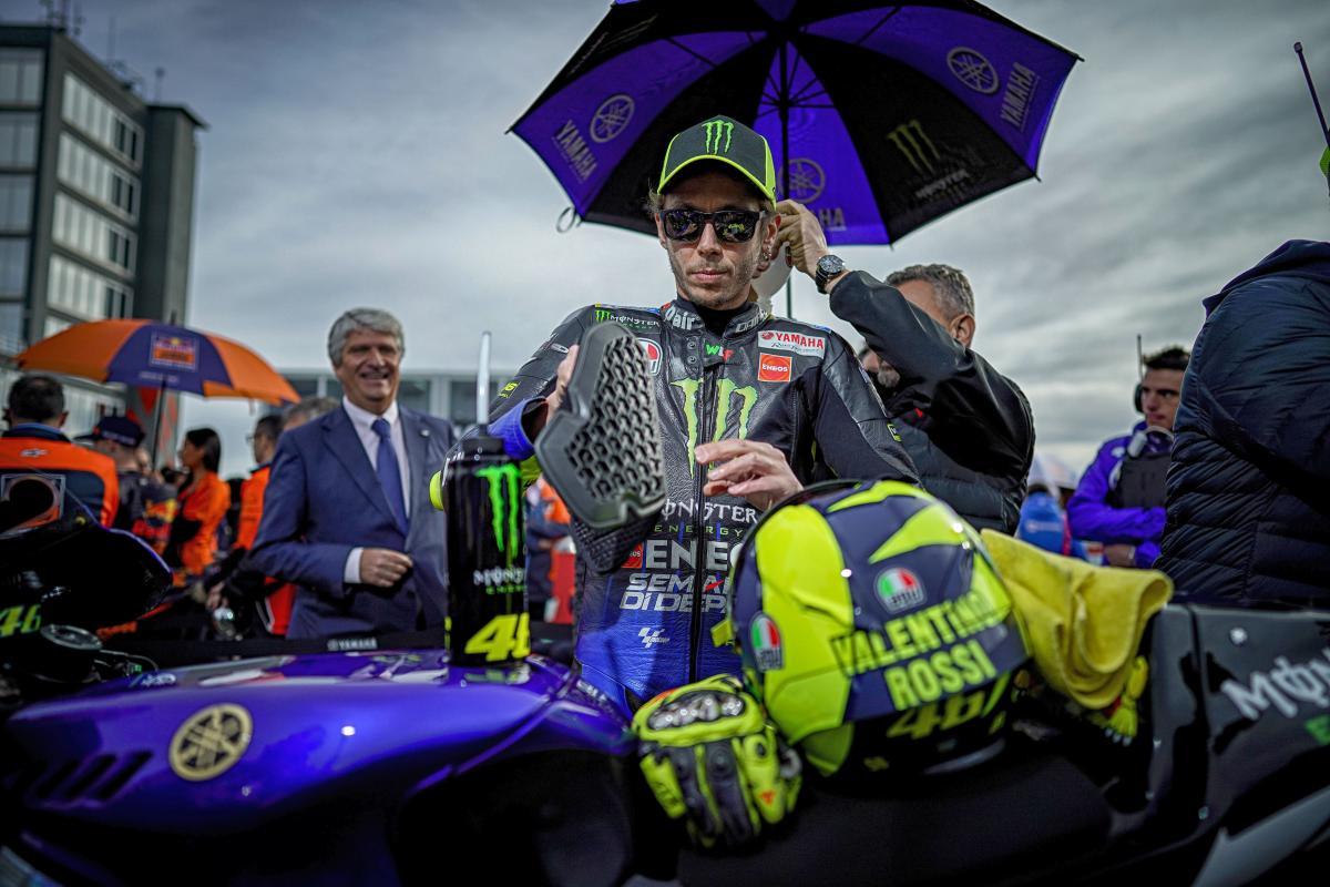 Galau Putuskan Masa Depan, Rossi Pun Terdepak