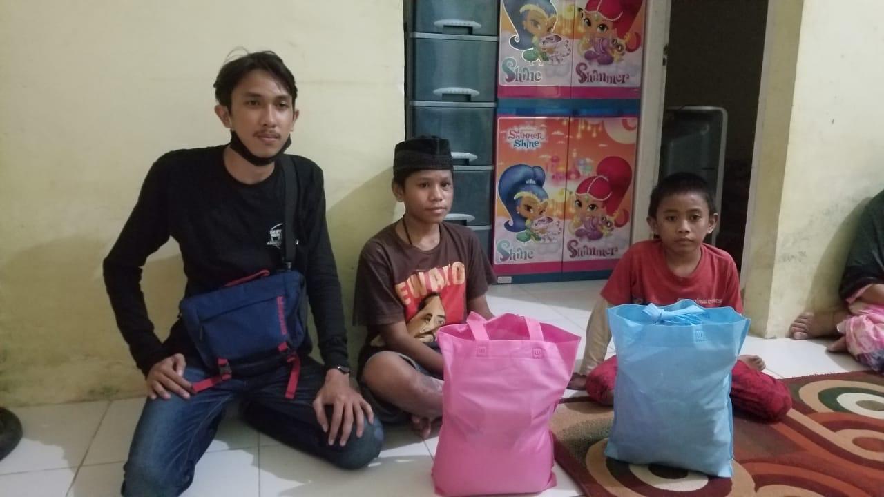 Komunitas Supermoto Makassar Team (SMART) Berbagi dengan Kaum Dhuafa