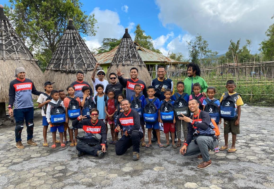 SMI Jakarta dan SMI Depok Touring ke Flores Sambil Baksos