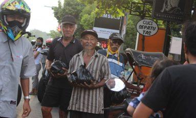 Peduli Wong Cilik, Komunitas Supermoto Indonesia (SMI) Karanganyar Bagikan Sembako
