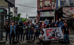 Komunitas Supermoto Indonesia (SMI) Depok dan SMI Jakarta Bagikan Takjil di Jalan