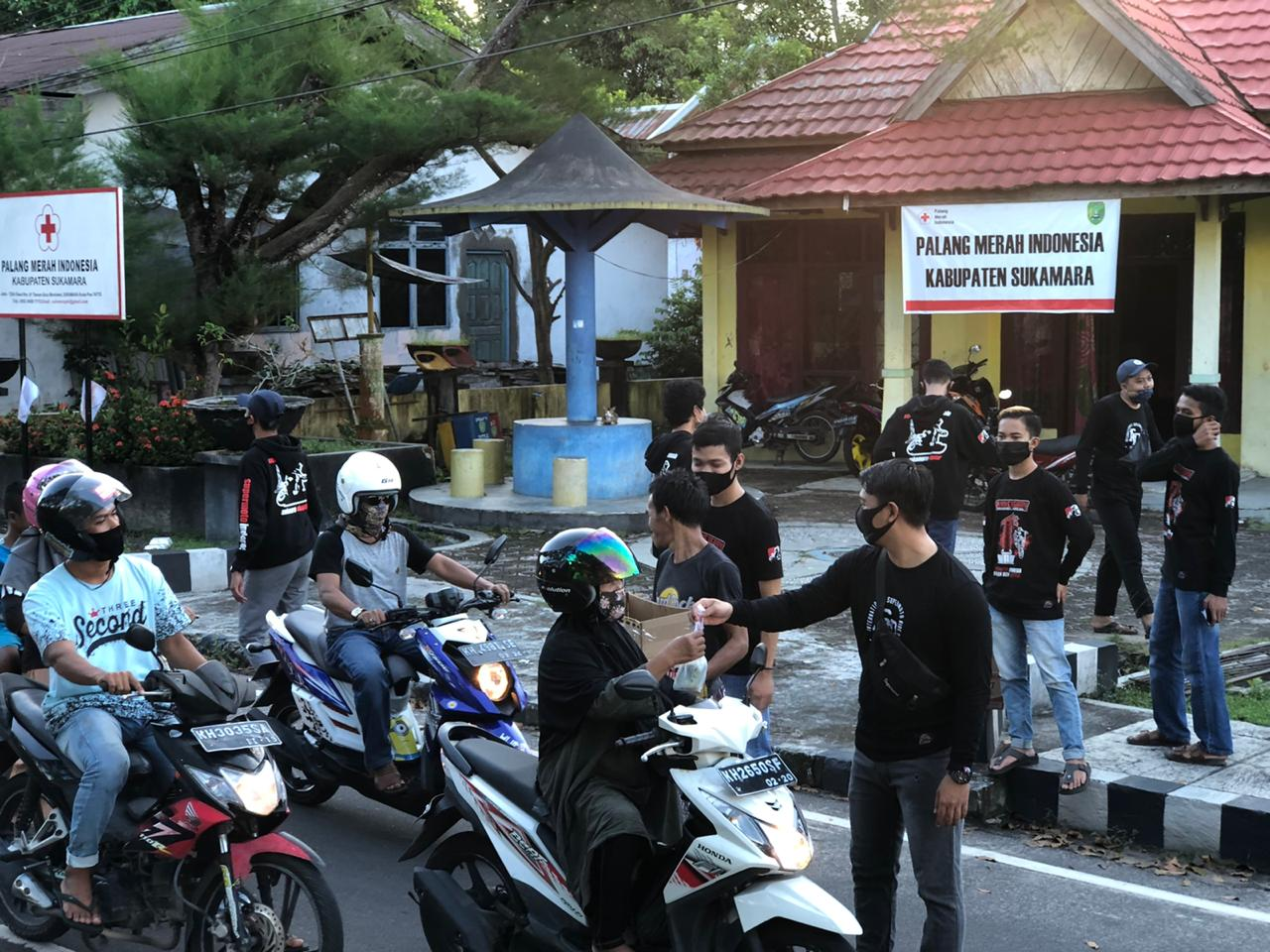 Bagikan Takjil, SMI Sukamara Ajak Bikers Peduli Sesama