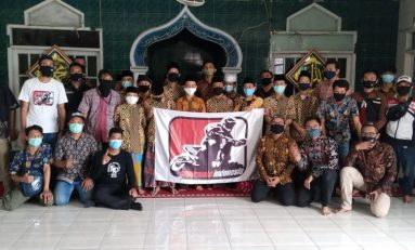 Riding Kemerdekaan Supermoto Indonesia (SMI) Jakarta Diakhiri dengan Baksos