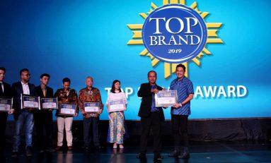 Federal Oil Sabet Penghargaan Top Brand Award 2019