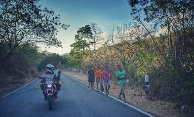 Petouring Angga dan Adnan Tinggalkan Flores, Pulau dengan 1000 Tikungan
