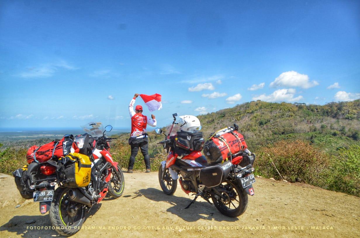 Bikers Angga dan Adnan Tiba di Perbatasan Indonesia-Timor Leste