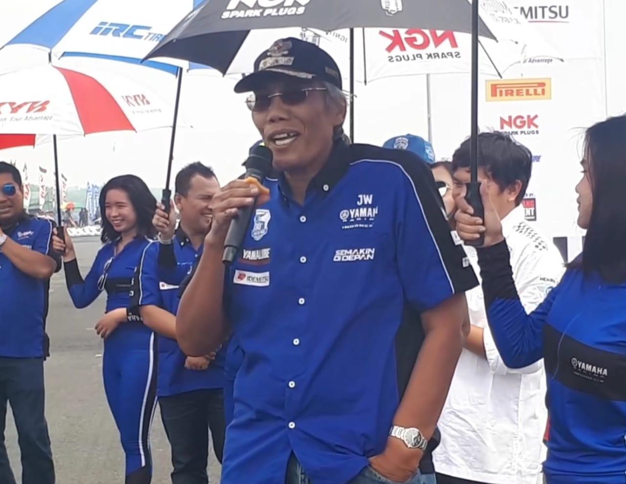 Jadi Fans Berat Rossi, Bupati Sintang Hobi Tunggangi Yamaha NMax dan R25