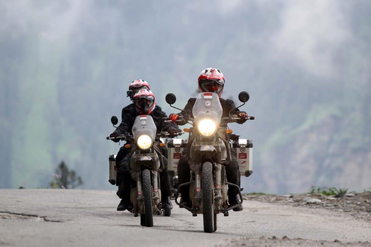 Himalayan Ridge, Cerita Taklukan Jalan Tertinggi Dunia