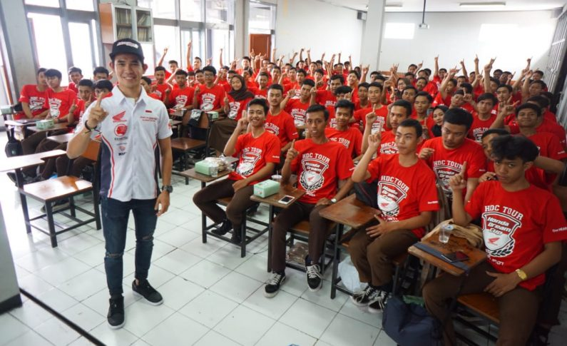 Kenalkan Balap Motor Sejak Dini, HDC Tour Sambangi SMK Pasundan 2 Bandung