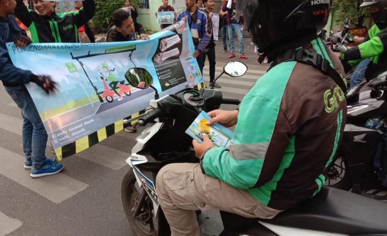 SSFC Depok Sosialisasikan Bahaya Penggunaan HP Saat Berkendara Kepada Driver Ojol