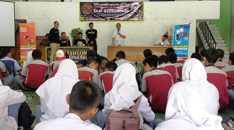 Maxiflow Indonesia Ajak Siswa SMA Tidak Berponsel Saat Bekendara