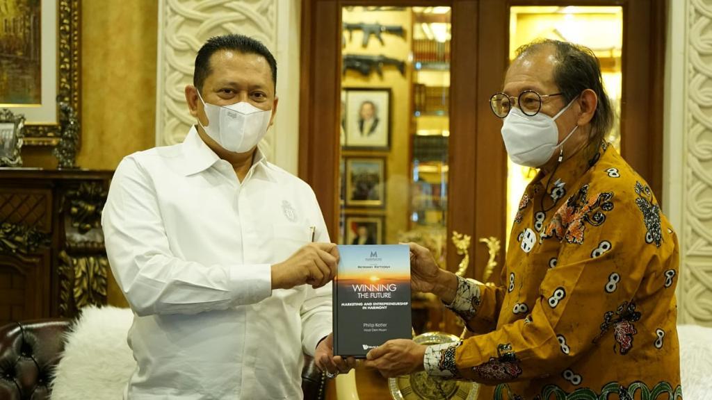 Bertemu Hermawan Kertajaya, Bamsoet Dorong Indonesia Jadi Pemain Utama Kendaraan Bermotor Listrik