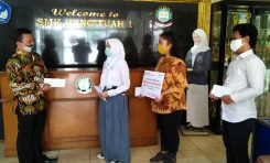 Yayasan AHM Salurkan Beasiswa Pendidikan untuk Pelajar dan Guru